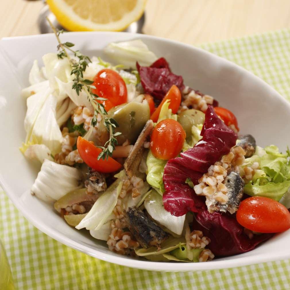 Salată de bulgur cu ton și radicchio