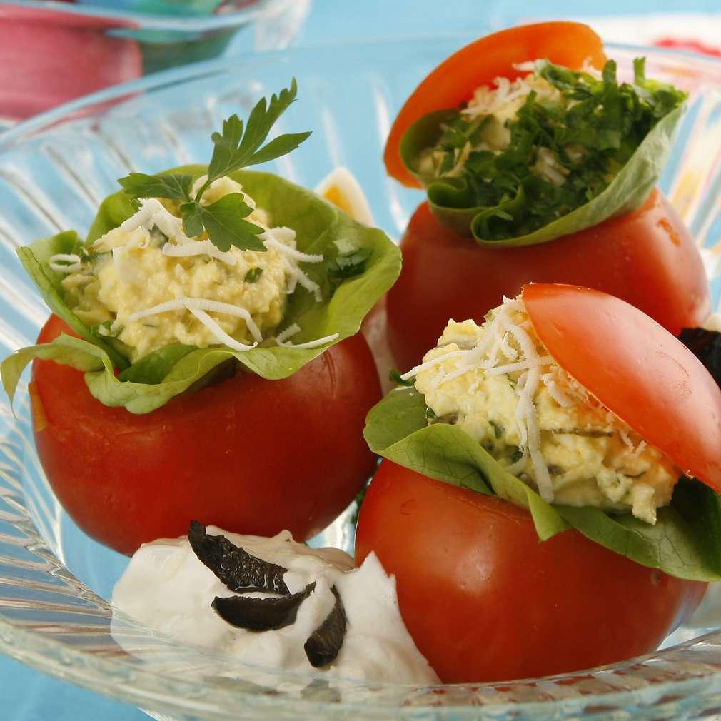 Imaginea rețetei Roșii cu salată și ridichi