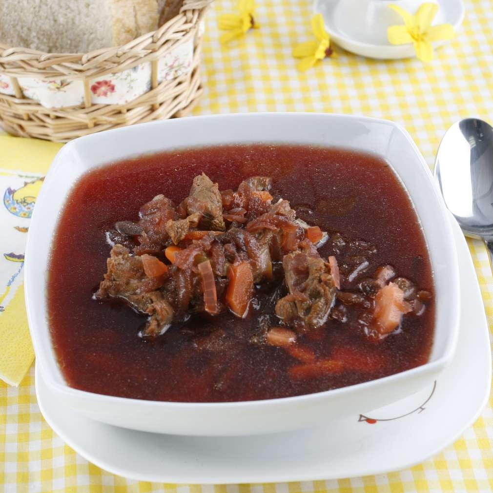 Ciorbă de miel cu sfeclă roșie
