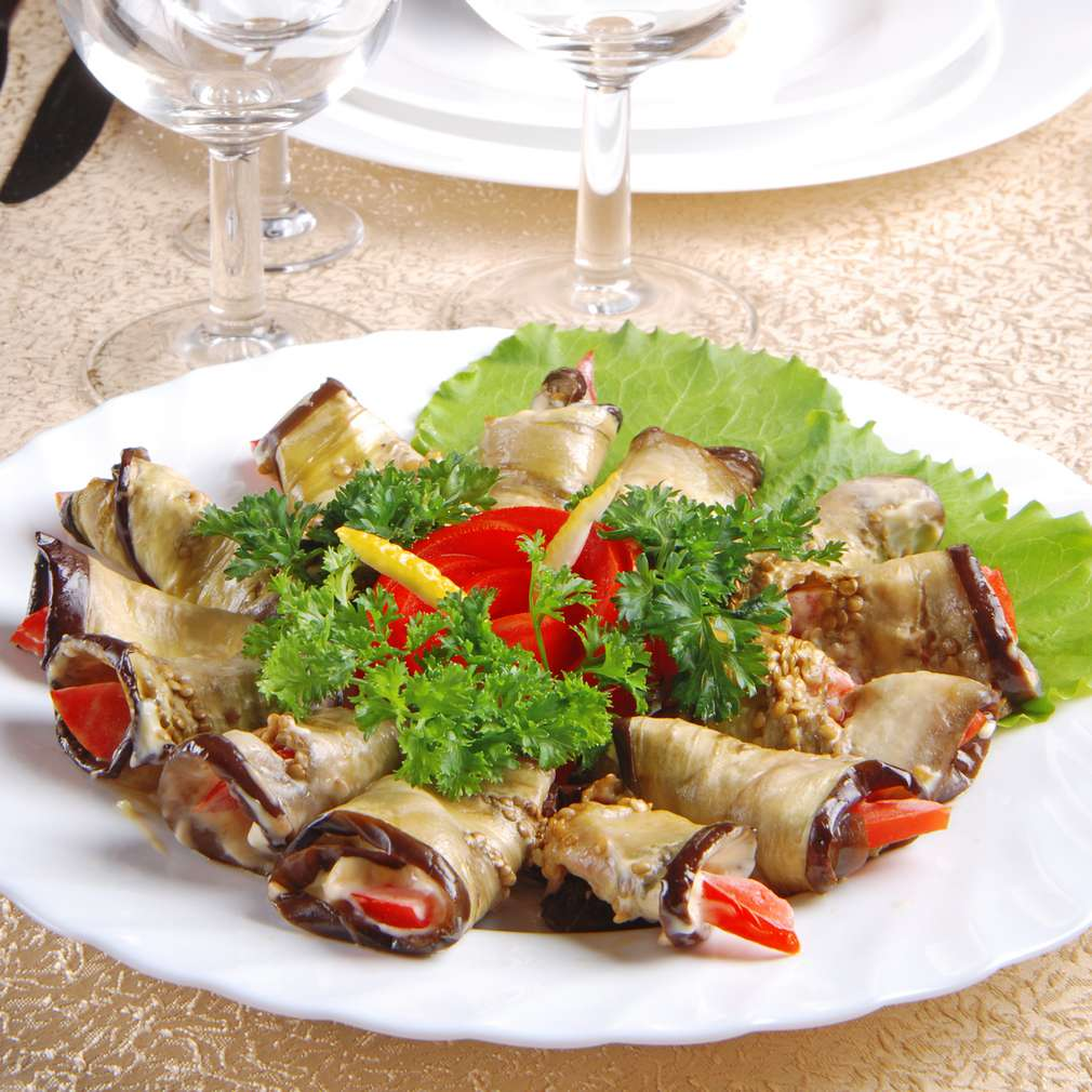 Salată de vinete coapte cu maioneză, ardei și hrean
