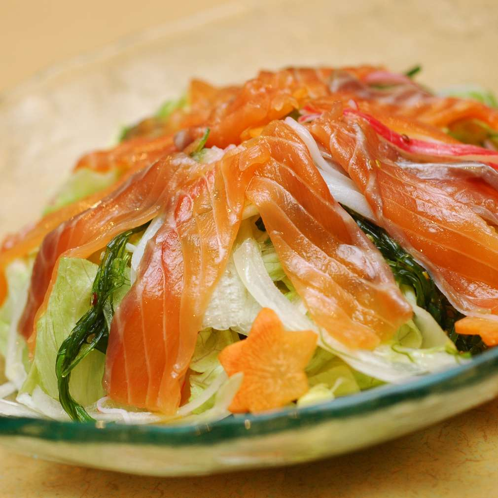 Salată de somon afumat