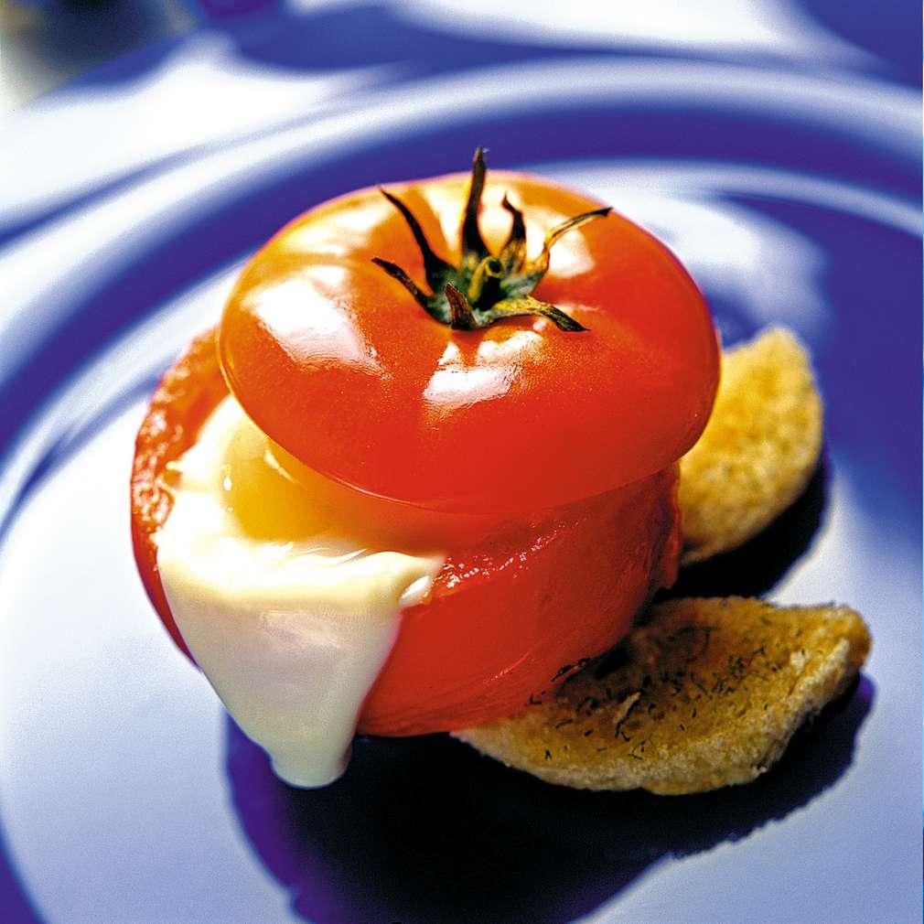 Изобразяване на рецептата Пълнени домати със сирене и яйца