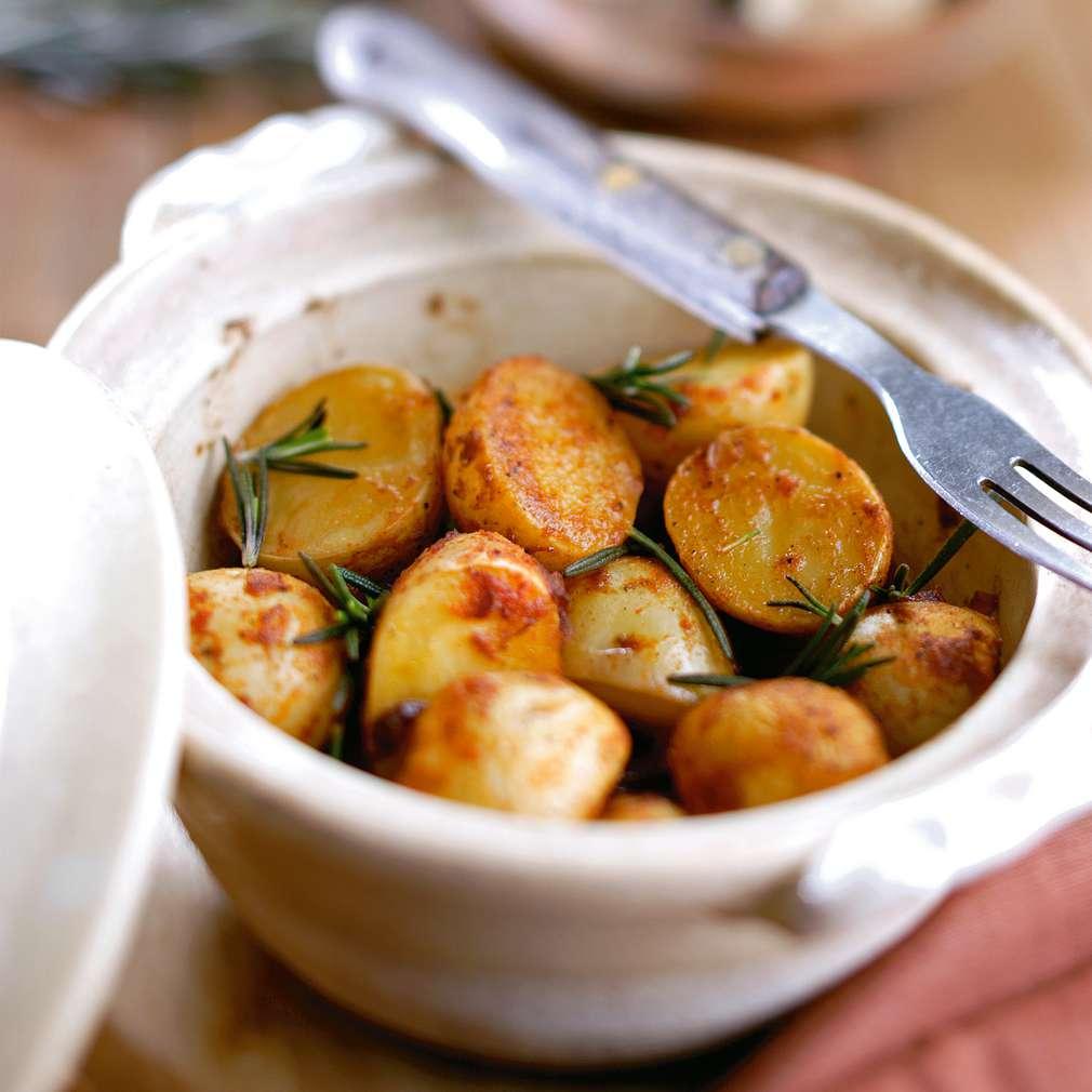 Изобразяване на рецептата Пресни картофи с розмарин
