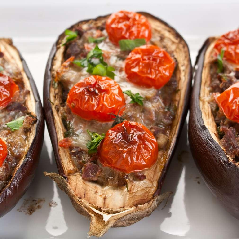 Imaginea rețetei Vinete umplute cu carne, brânză și roșii