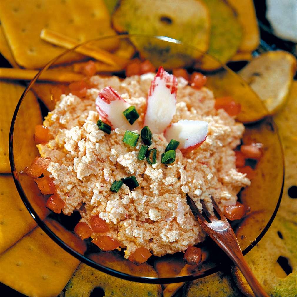 Изобразяване на рецептата Пикантна разядка с рулца от раци