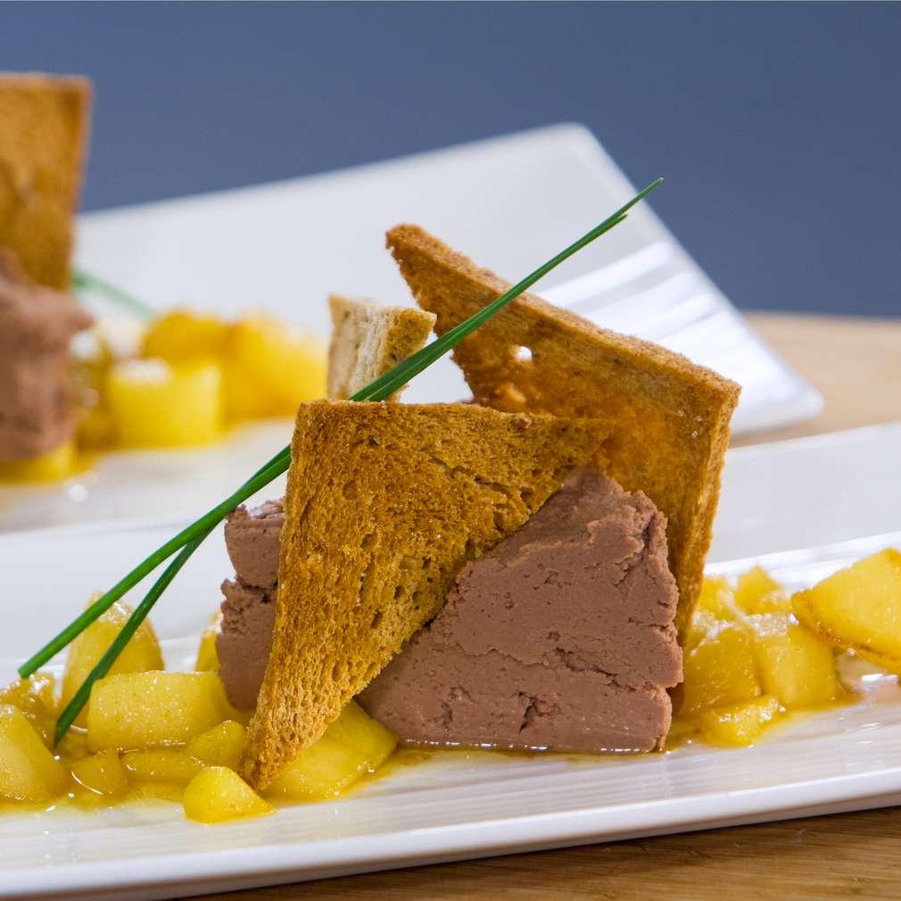 Изобразяване на рецептата Пате от пилешки дробчета със сотирани ябълки
