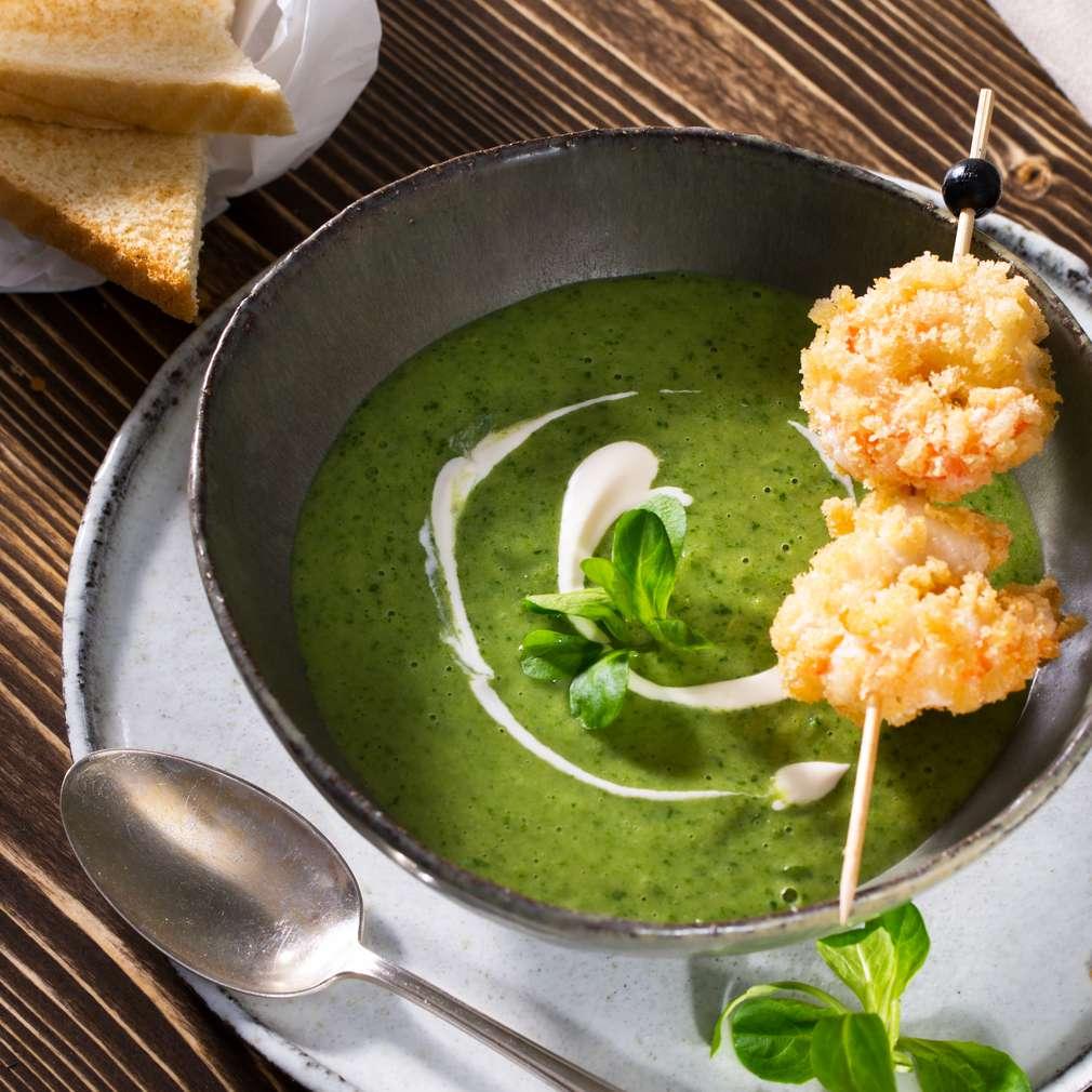 Abbildung des Rezepts Riesling-Feldsalat-Suppe mit Knuspergarnele