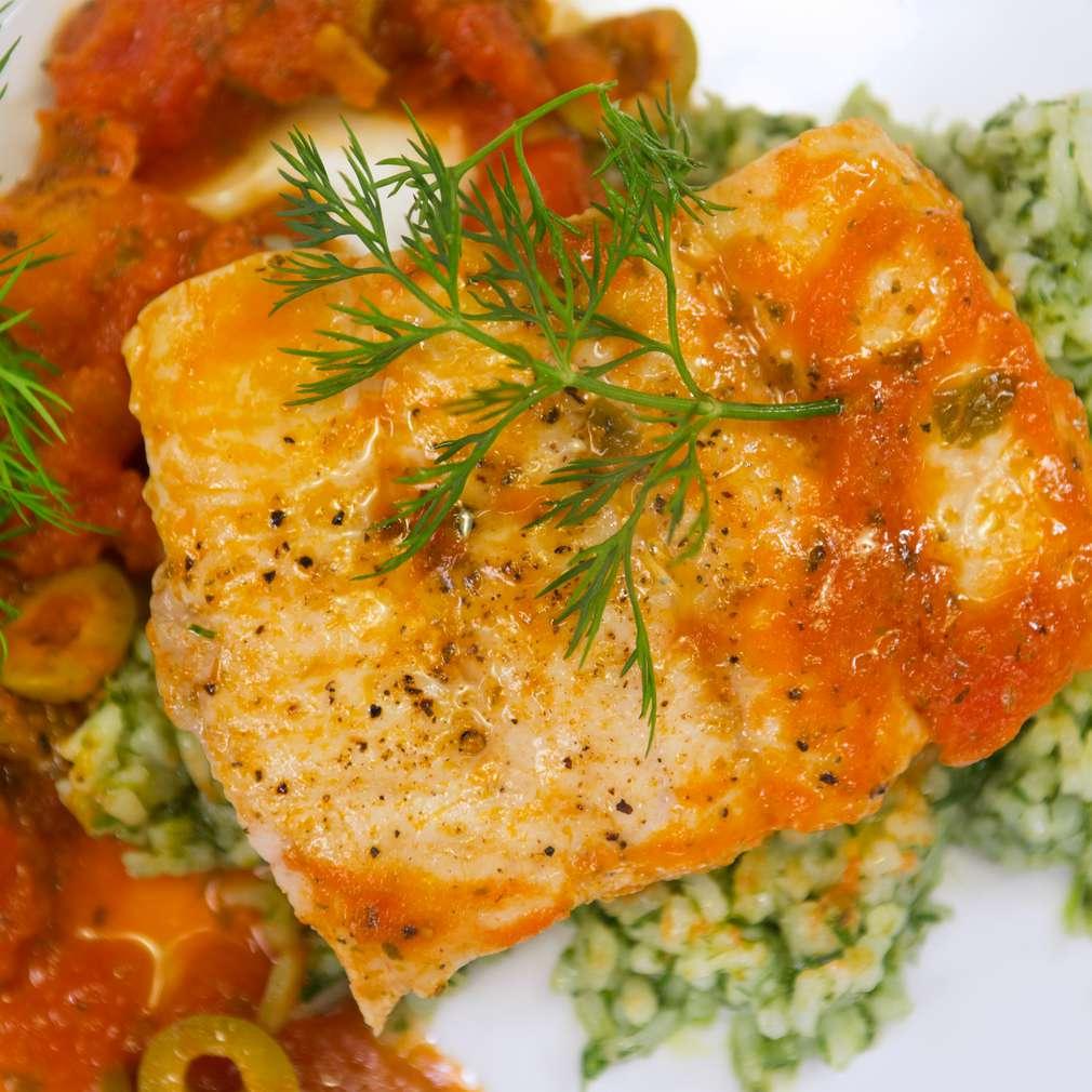 Изобразяване на рецептата Филе от сом със средиземноморски сос
