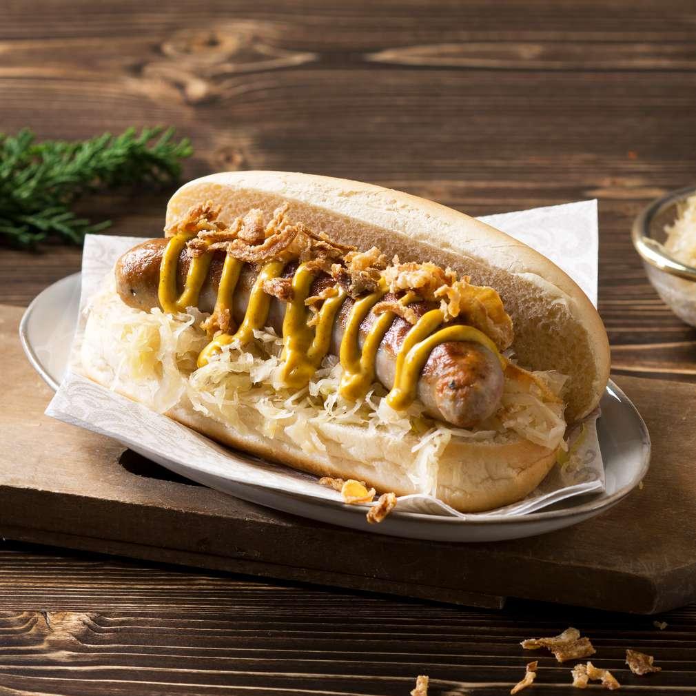 Abbildung des Rezepts Weihnachts-Hotdog mit Champagnerkraut