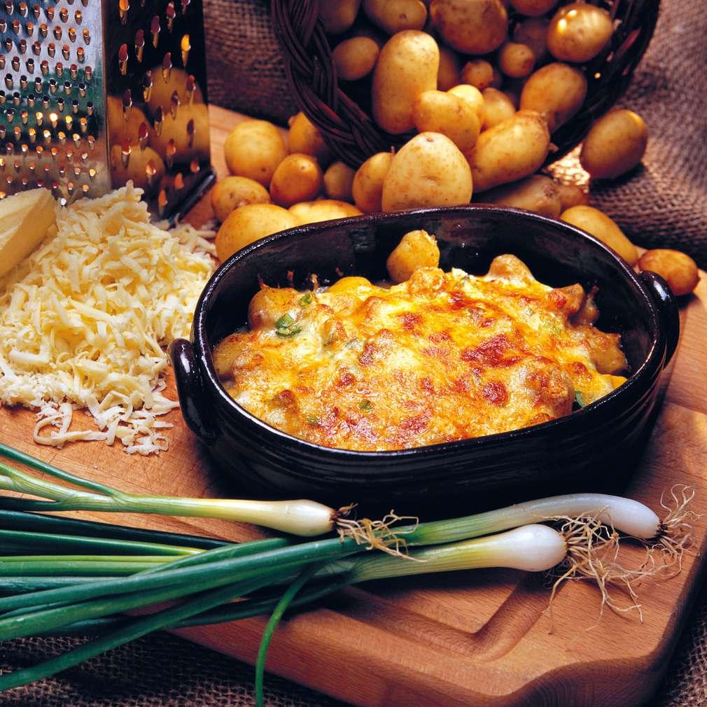 Изобразяване на рецептата Гювече с пролетни картофи