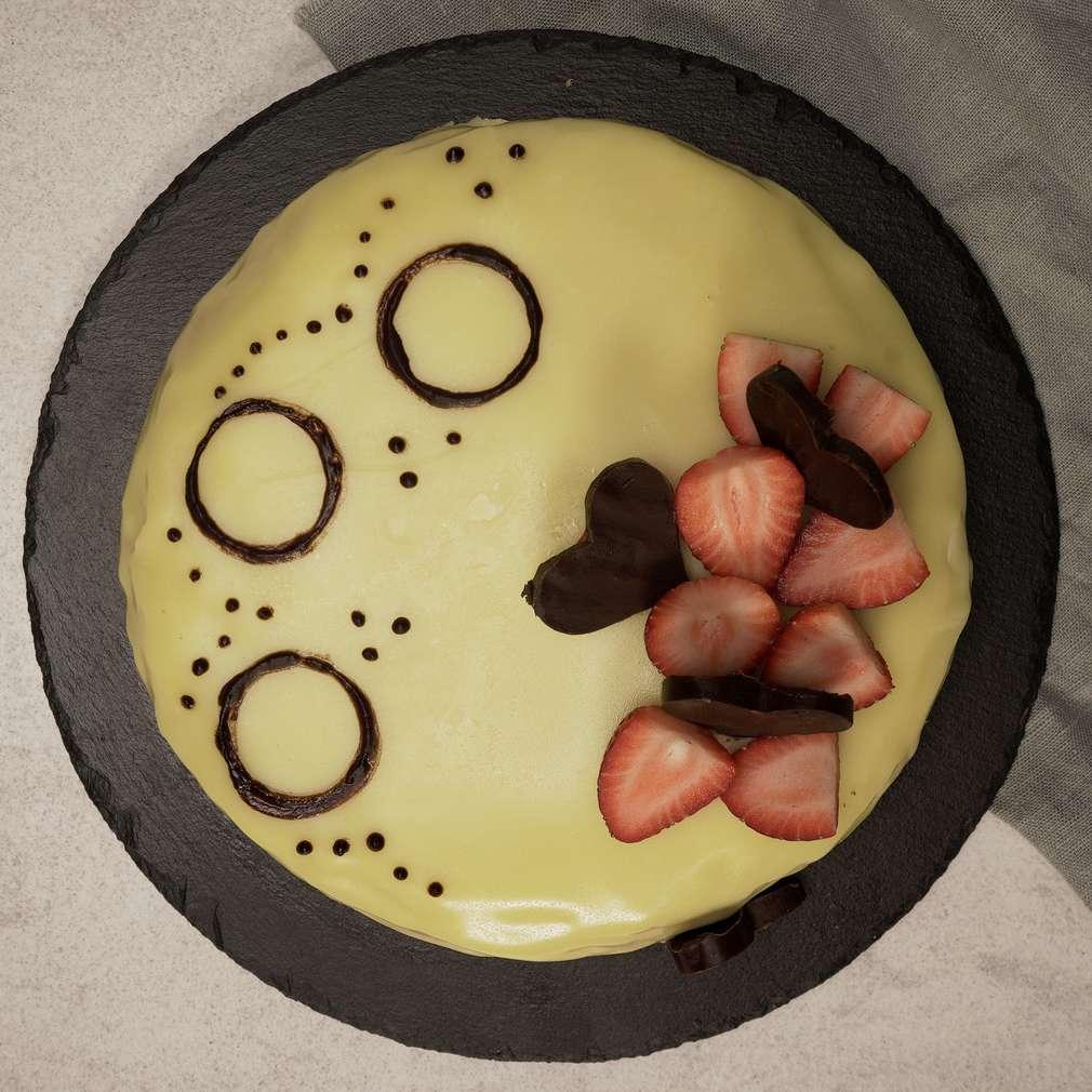Изобразяване на рецептата Торта с бял шоколад и ягоди