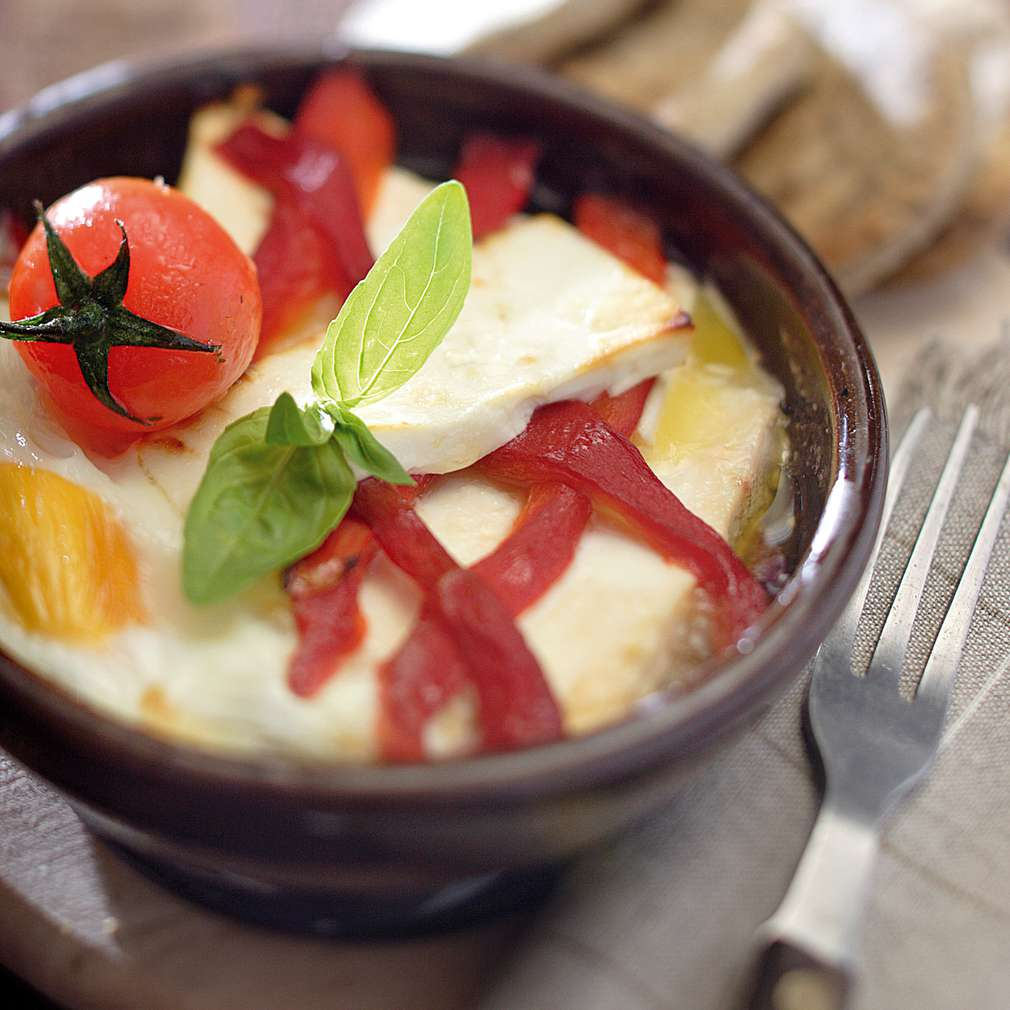 Изобразяване на рецептата Сирене в гювече с яйце