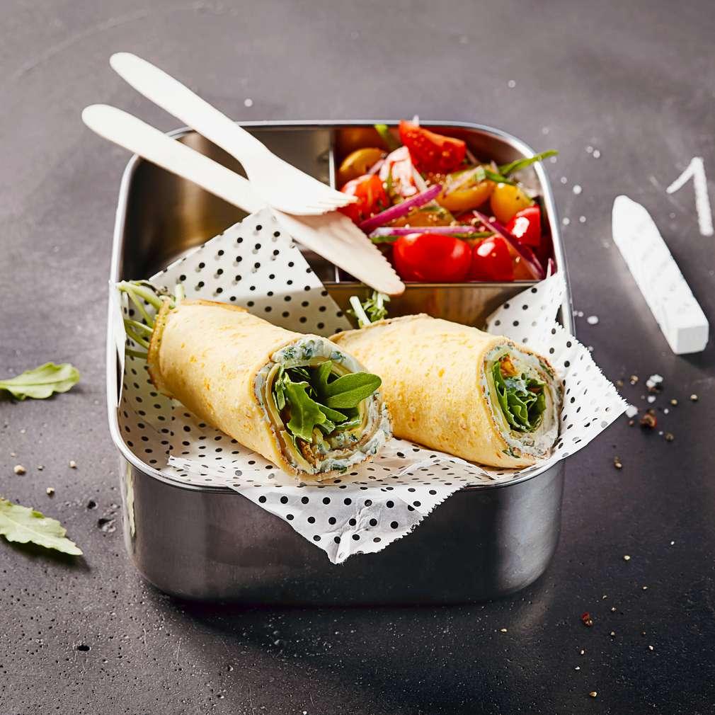 Изобразяване на рецептата Палачинки със сирене, рукола и шарени доматчета