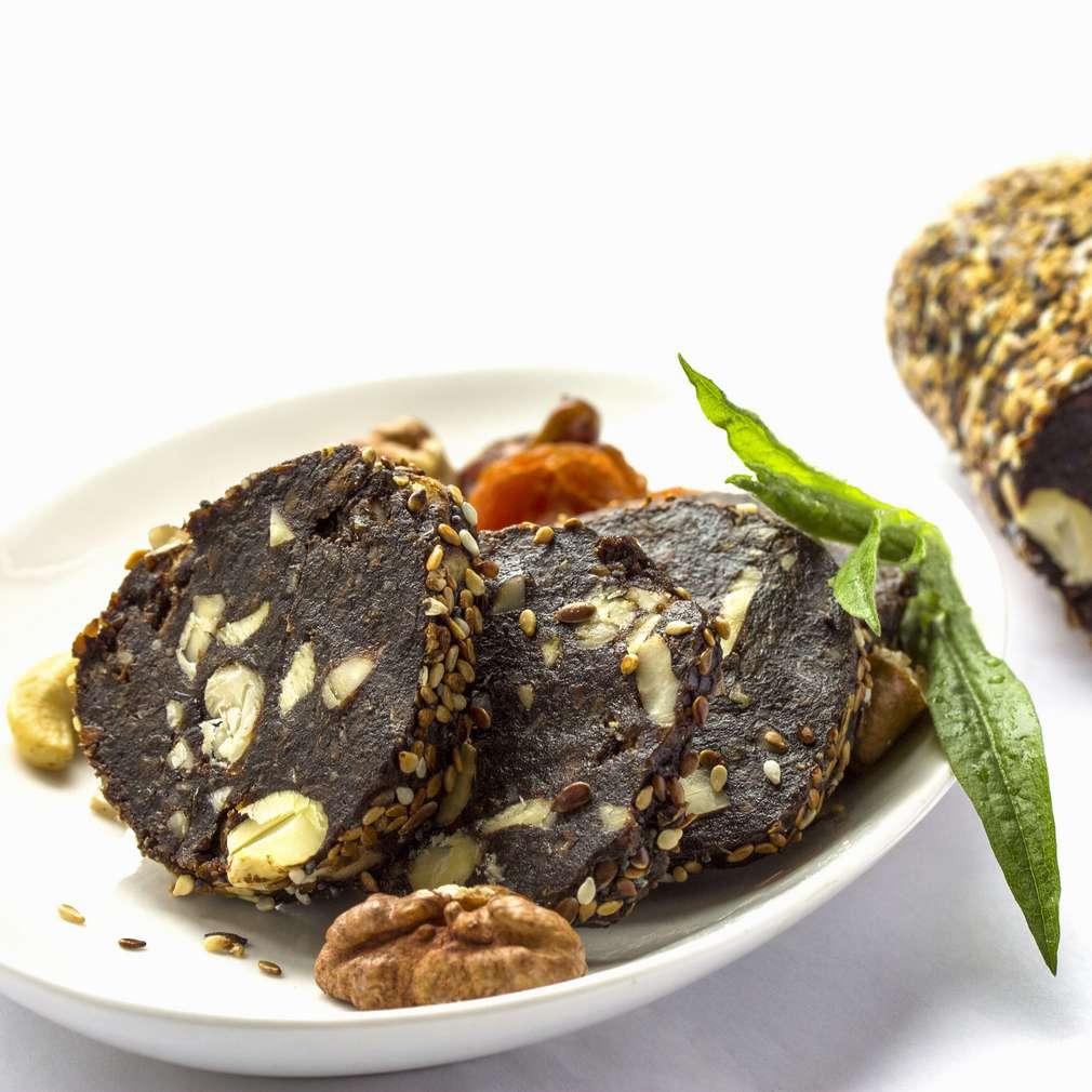 Imaginea rețetei Salam de biscuiți cu fructe uscate
