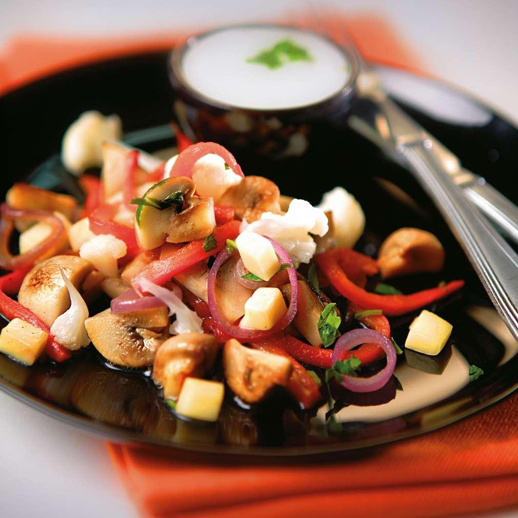 Изобразяване на рецептата Салата от печени чушки, карфиол и гъби