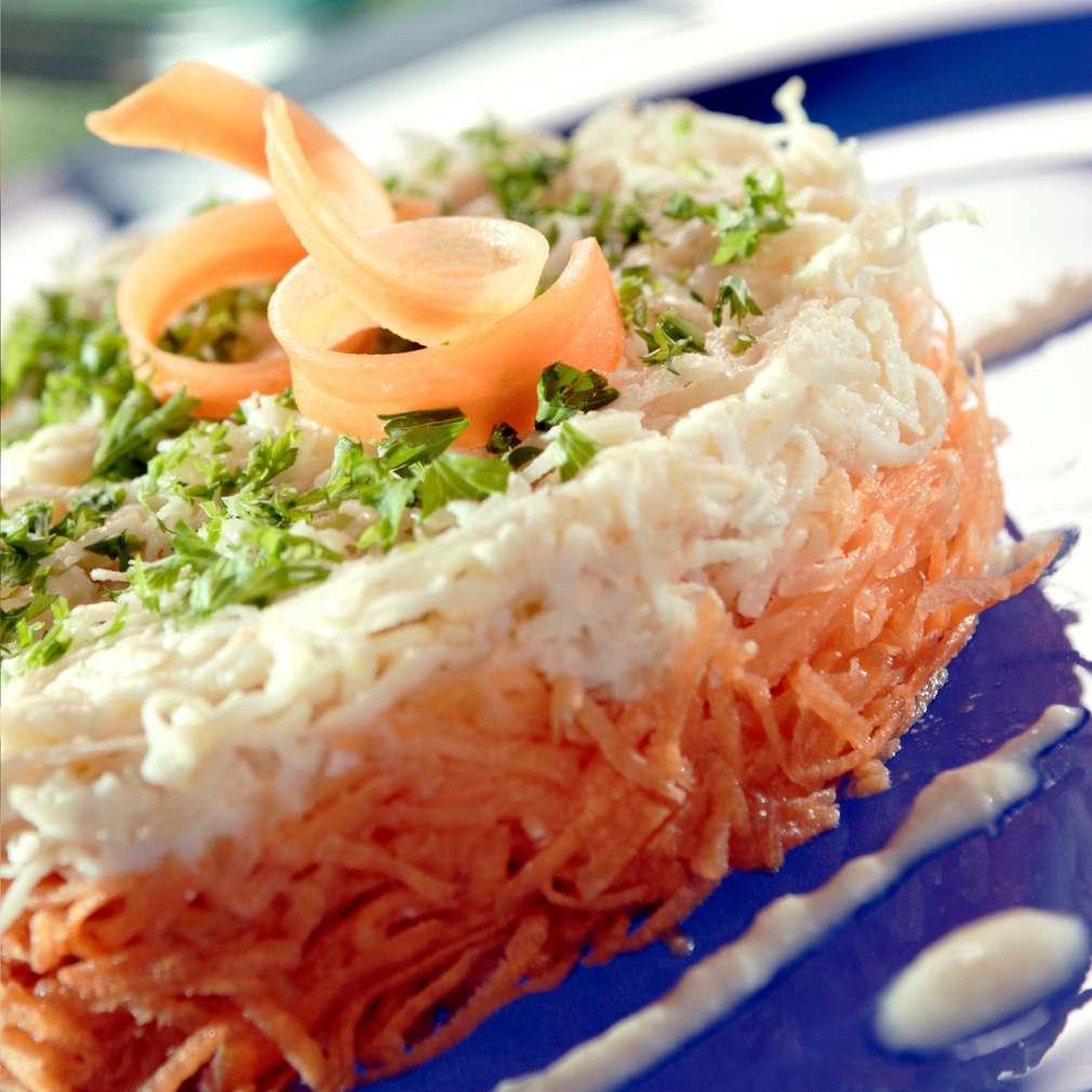 Изобразяване на рецептата Салата от моркови с ябълка и млечно-меден дресинг