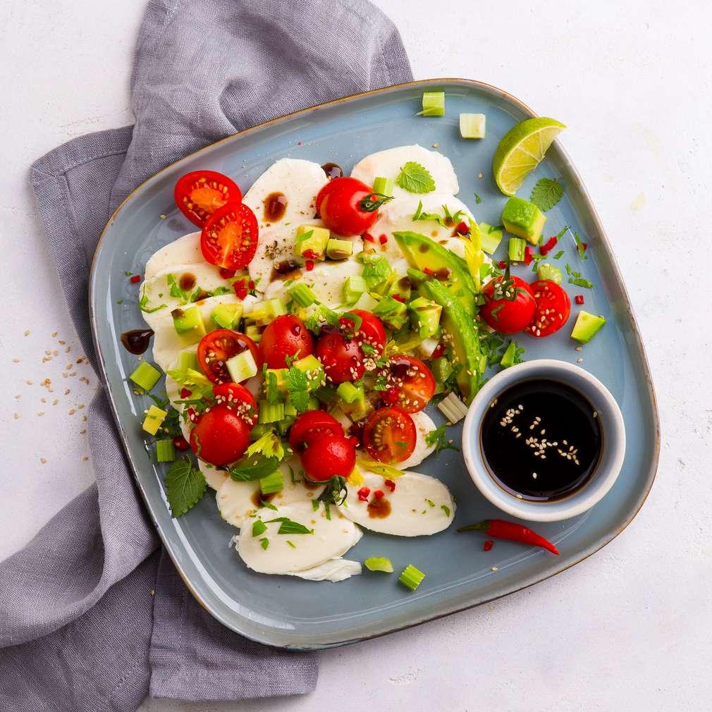 Abbildung des Rezepts Mozzarella mit Tomaten-Avocado-Salsa