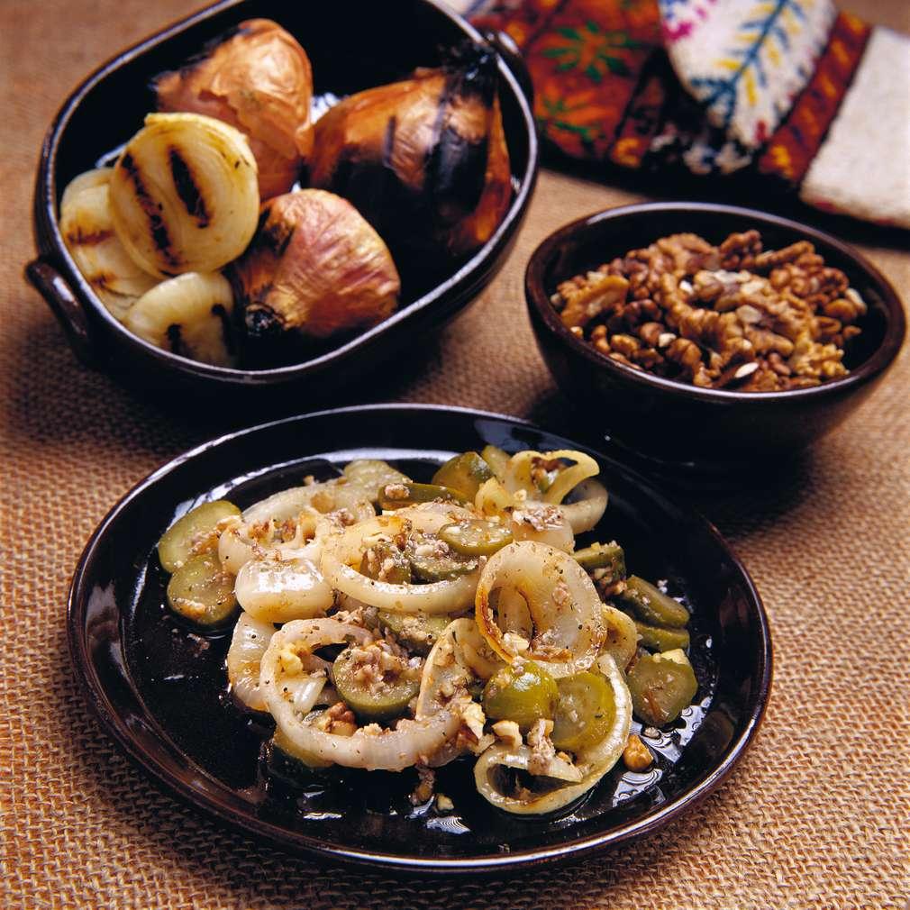 Изобразяване на рецептата Лучена салата с орехи