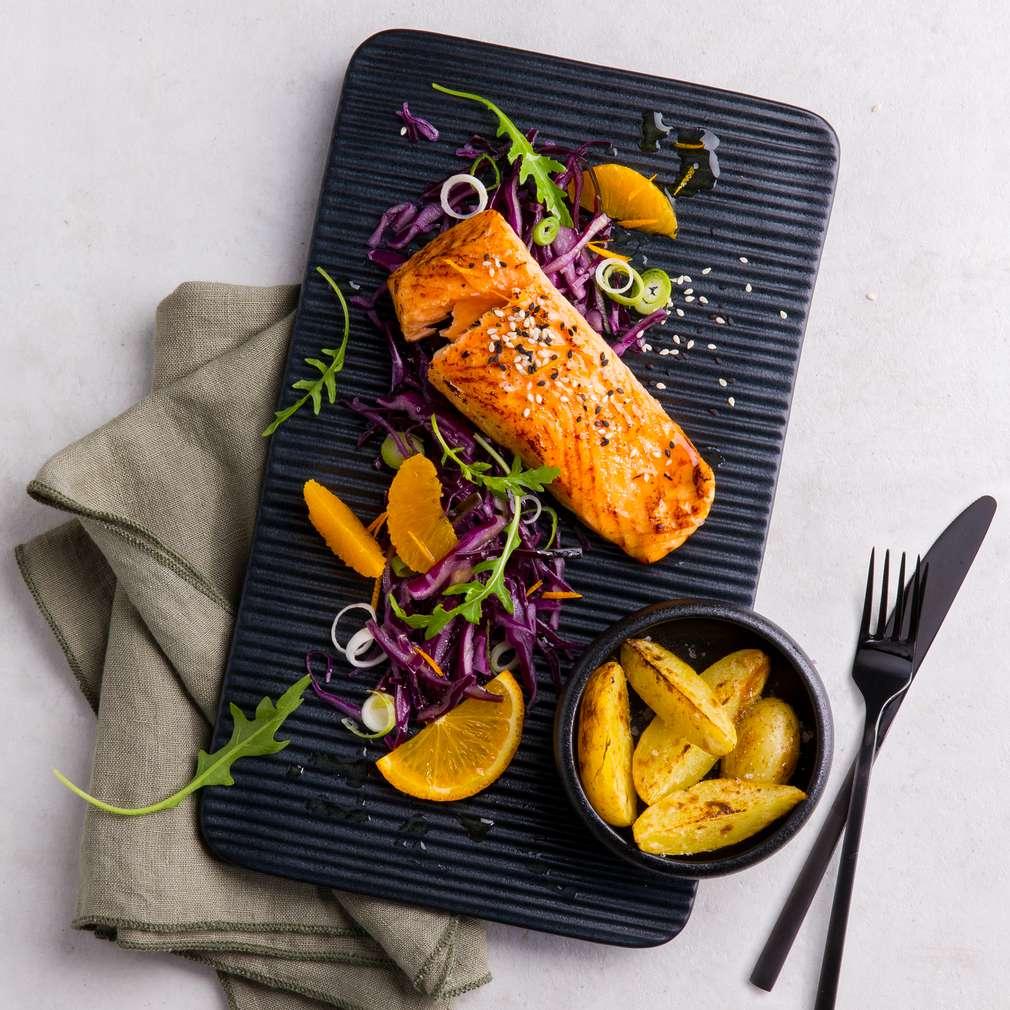 Abbildung des Rezepts Sesam-Lachs auf Orangen-Rotkohl-Slaw