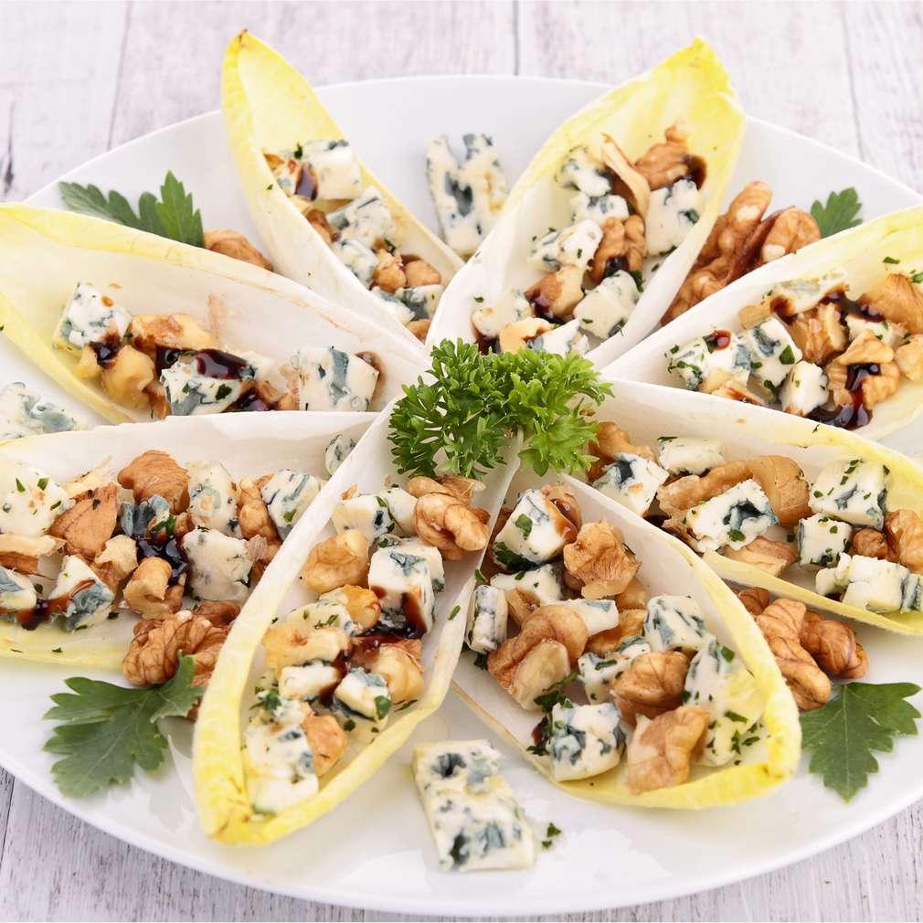 Salată de andive cu mere și blue cheese