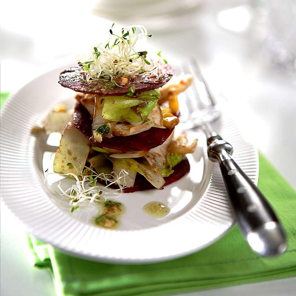 Изобразяване на рецептата Зеленчукова салата с царевица и орехово песто