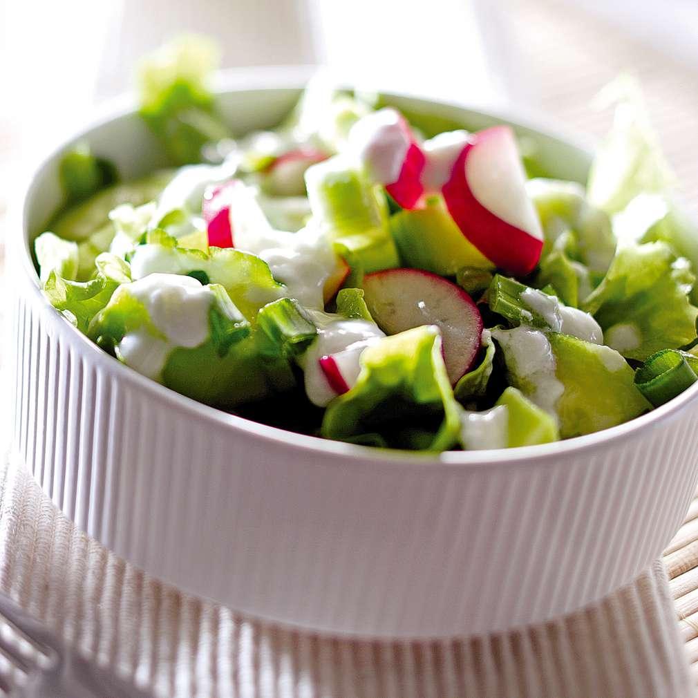 Изобразяване на рецептата Зелена салата с кисело мляко