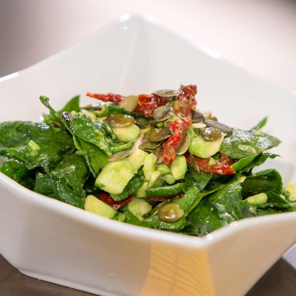 Изобразяване на рецептата Свежа салата с авокадо