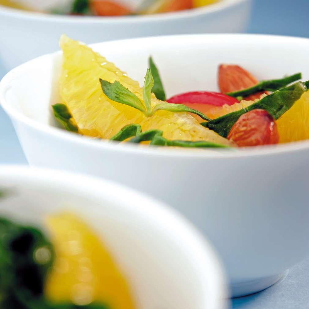 Изобразяване на рецептата Спаначена салата с репички в портокалово-канелен винегрет