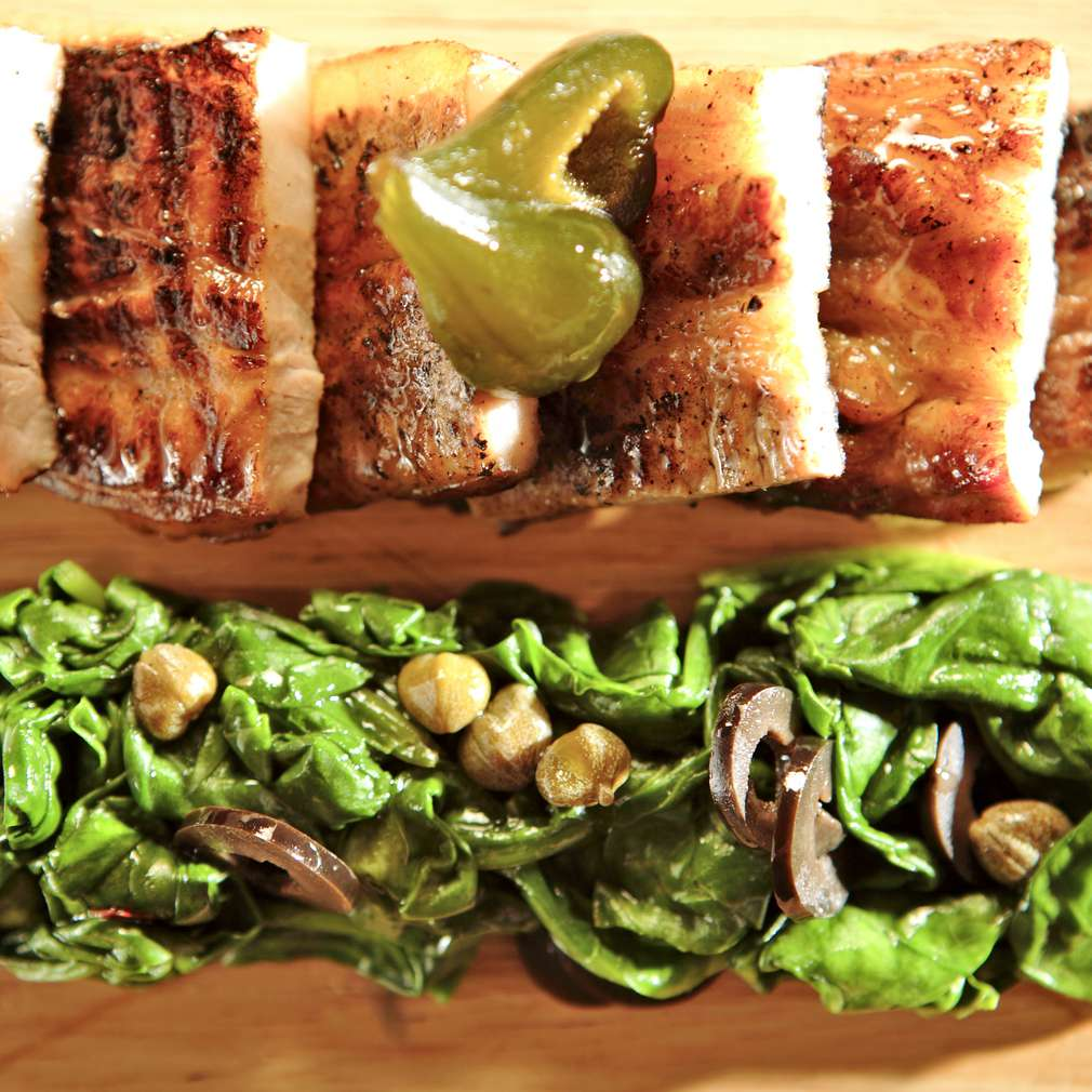 Изобразяване на рецептата Свински гърди със смокинов аромат и задушен спанак