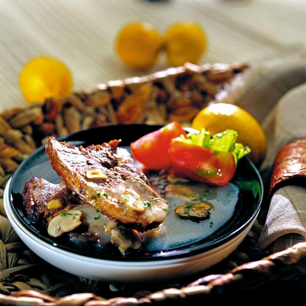 Изобразяване на рецептата Печен телешки бут с гъбен сос