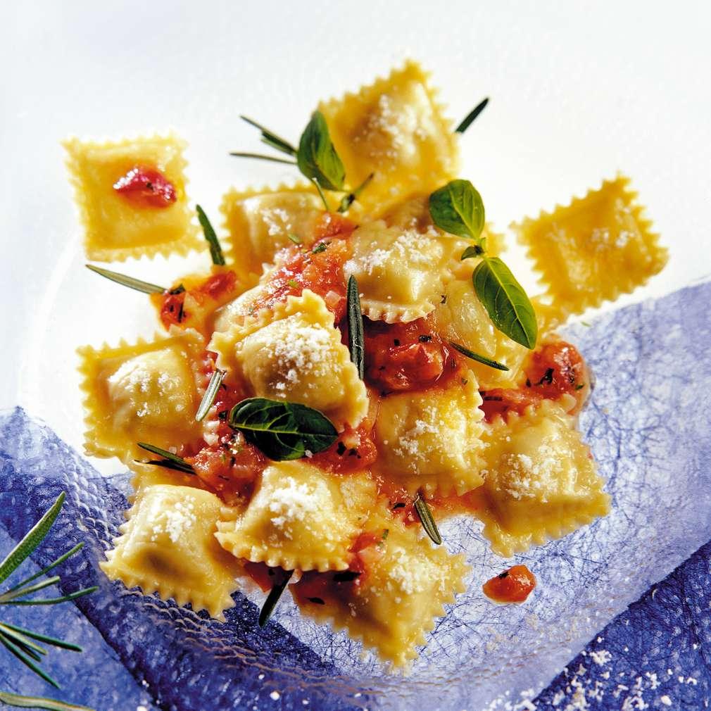 Изобразяване на рецептата Равиоли с пиле в доматен сос