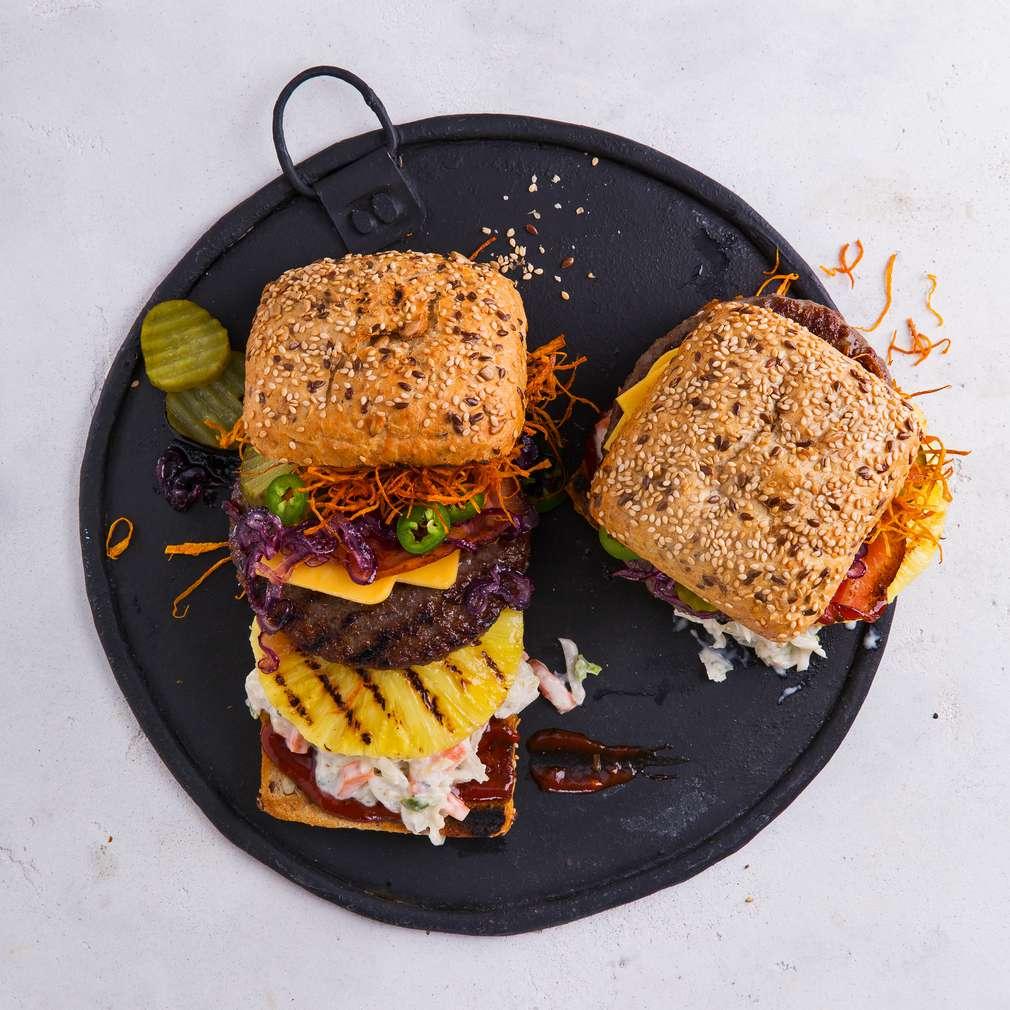 Abbildung des Rezepts Möhren-Coleslaw-Burger mit karamellisierten Zwiebeln