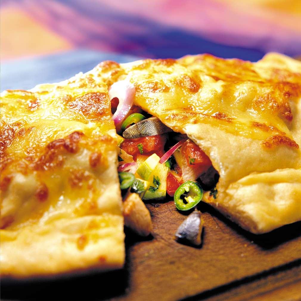 Изобразяване на рецептата Калцоне с тиквички и пиле