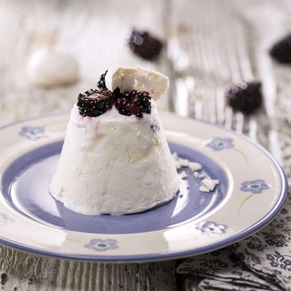 Изобразяване на рецептата Сладолед с къпини и целувки