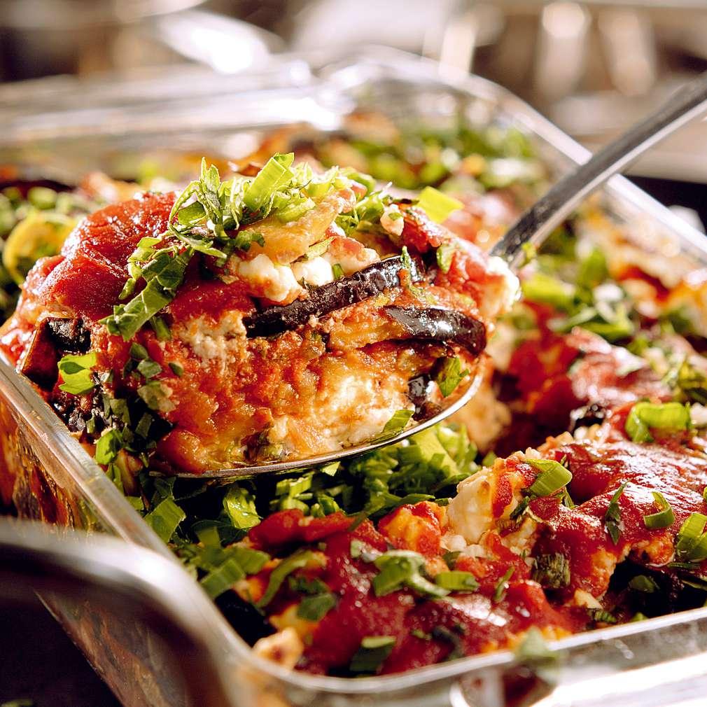 Изобразяване на рецептата Патладжани с доматен сос по селски