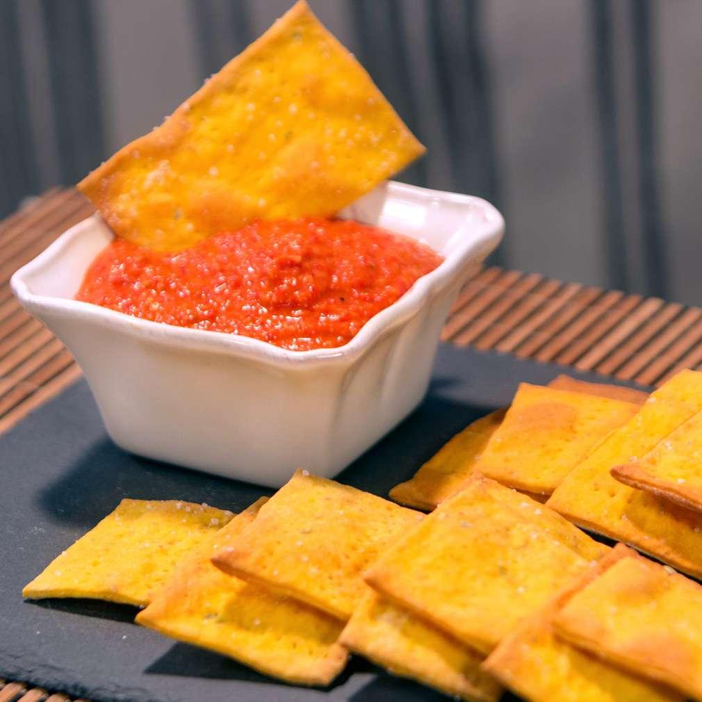 Изобразяване на рецептата Тиквени крекери с дип от чушки