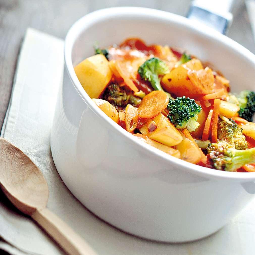 Изобразяване на рецептата Зеленчукова яхния с броколи