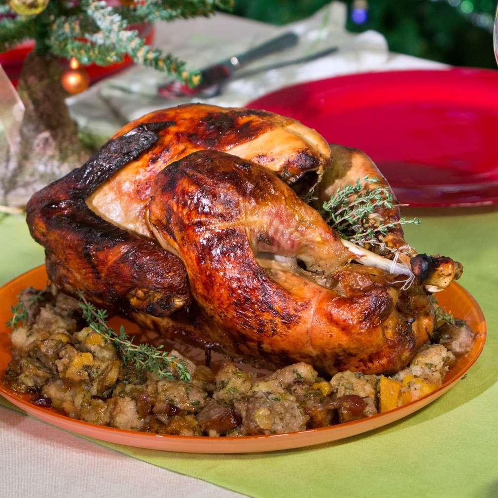 Изобразяване на рецептата Коледна пуйка със сос от червени боровинки