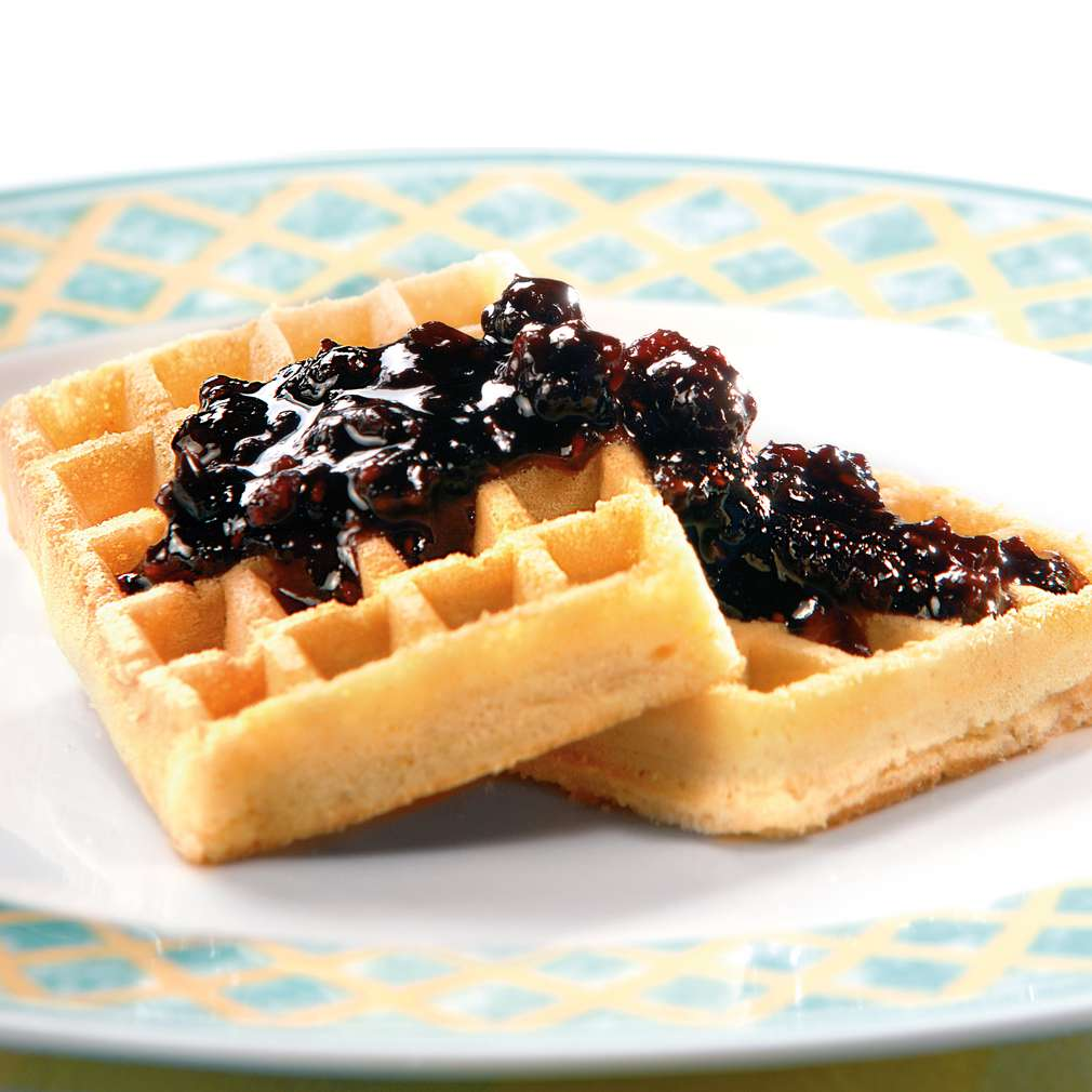 Изобразяване на рецептата Гофрети със сладко от боровинки