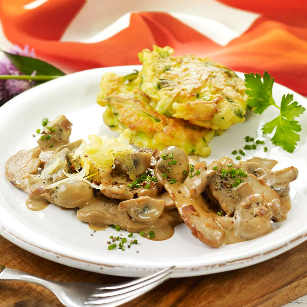 Fotografija recepta Šampinjoni i meso s popečcima od krumpira i tikvica