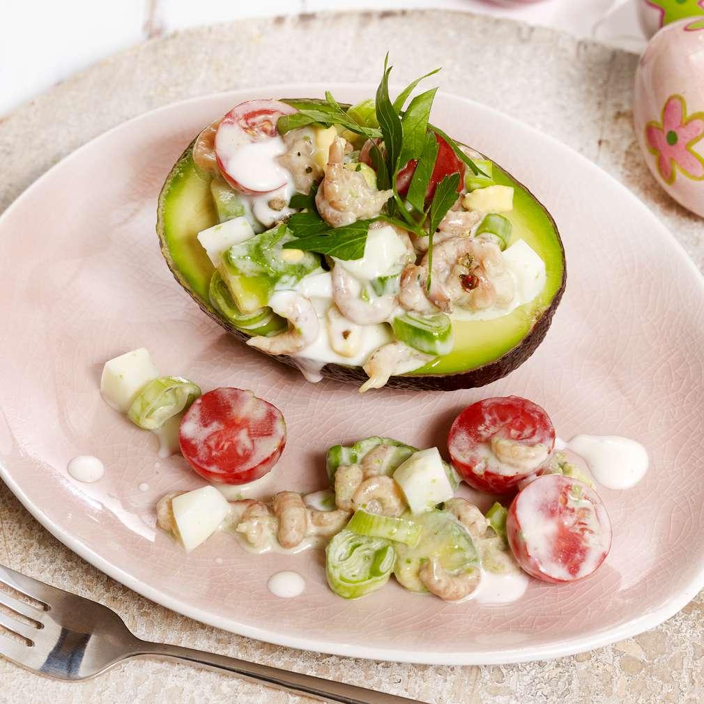 Imaginea rețetei Avocado cu salată de ouă și crabi