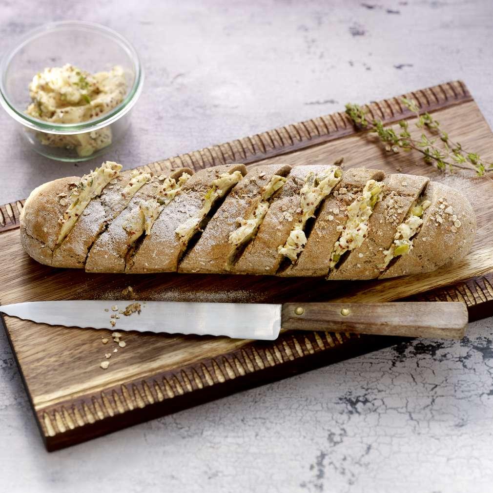 Zdjęcie przepisu Bagietka z masłem ogórkowo-musztardowym