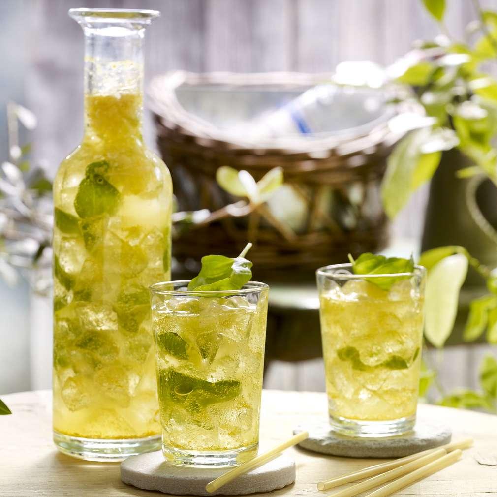 Imaginea rețetei Limonadă cu miere, busuioc şi curcuma