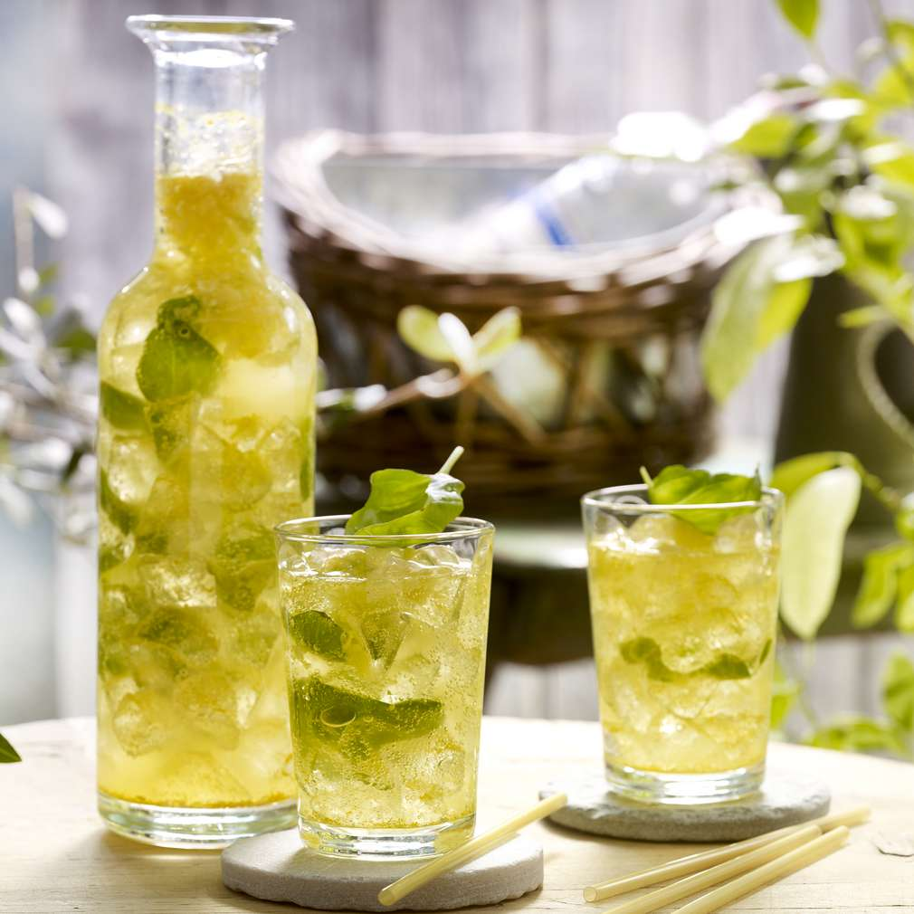 Abbildung des Rezepts Honig-Basilikum-Limonade mit Kurkuma