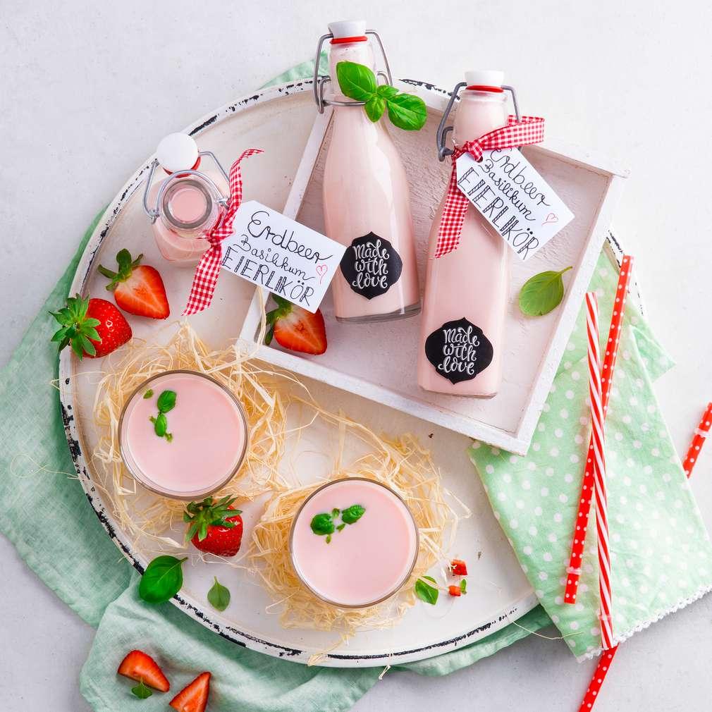 Abbildung des Rezepts Erdbeer-Basilikum-Eierlikör