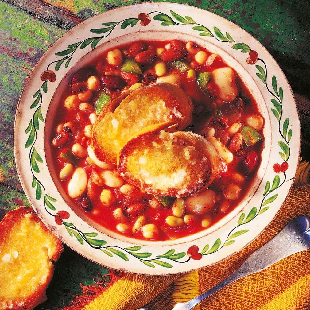 Supă consistentă de fasole și roșii