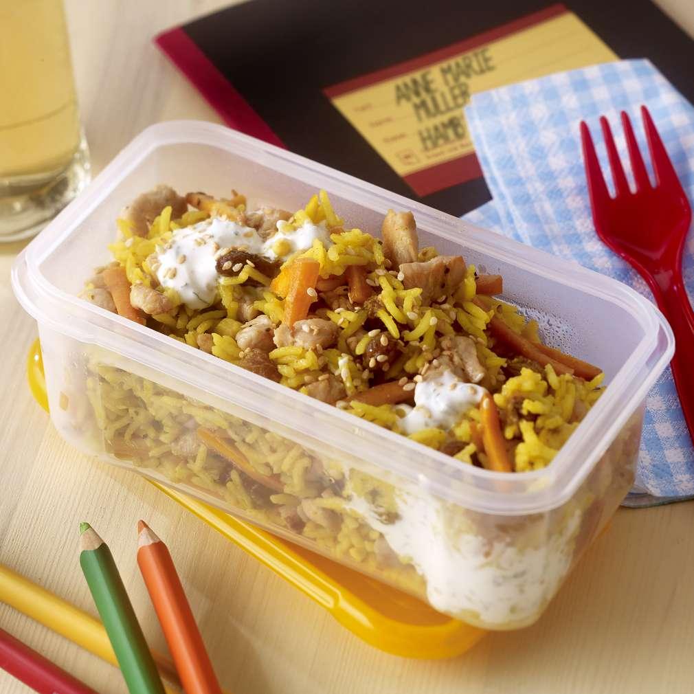 Imaginea rețetei Salată de orez aromat cu piept de pui