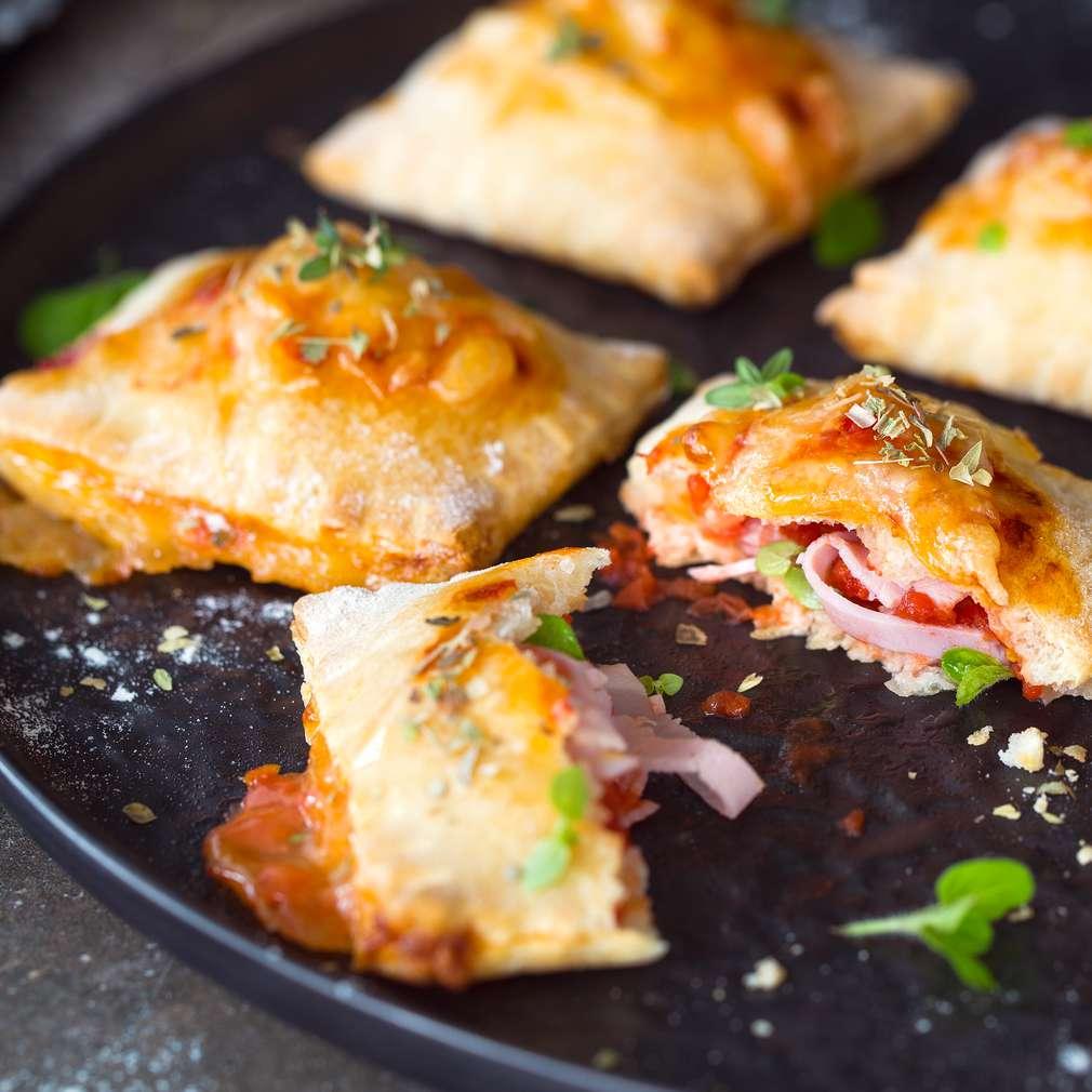 Изобразяване на рецептата Пица-равиоли с шунка
