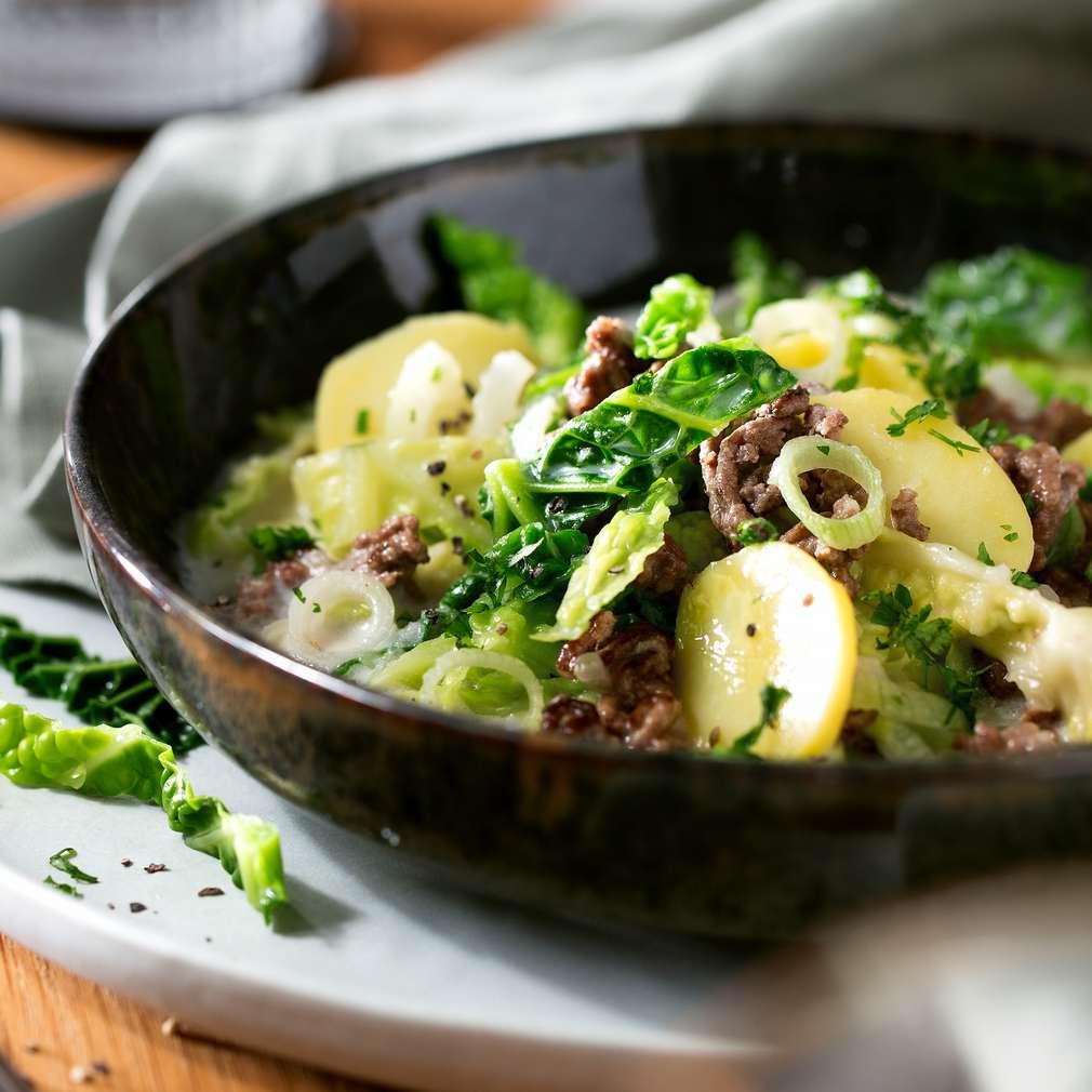 Изобразяване на рецептата Яхния със зеле вирзинг, картофи и кайма