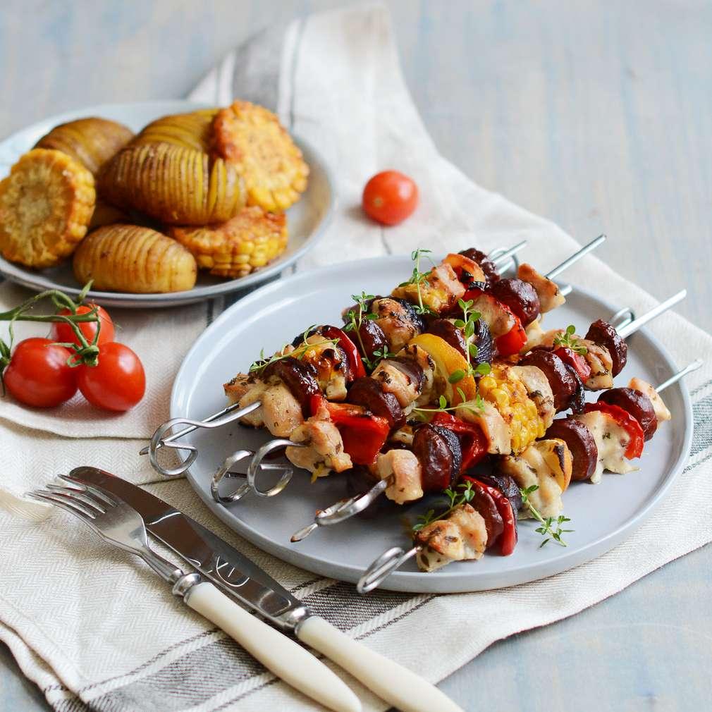 Zobrazenie receptu Kuracie špízy v bylinkovej marináde s klobáskou a zeleninou